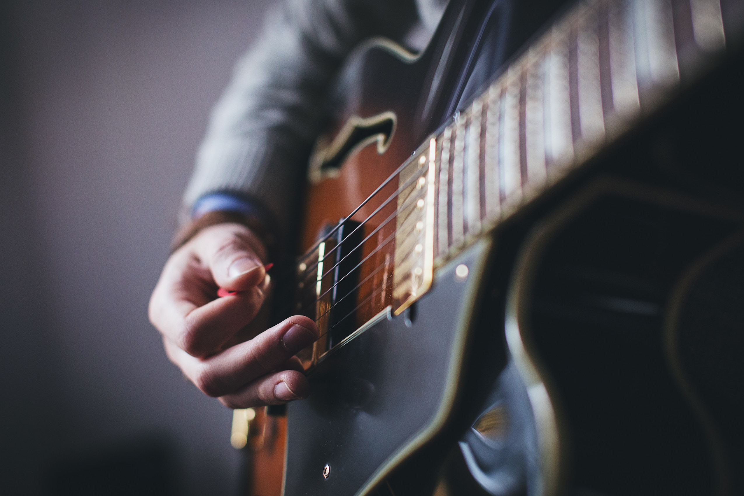 Easy-to-follow tips for guitar chord progressions: a beginner's guide